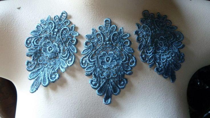 3 Appliques bleu médaillon Motif profond Wedgewood pour danse lyrique, bandeaux, conception de costumes par MaryNotMartha sur Etsy https://www.etsy.com/ca-fr/listing/78335170/3-appliques-bleu-medaillon-motif-profond