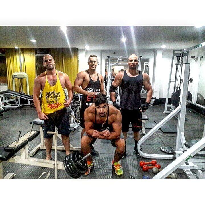 Treino de ombreira hj foi insano ta difícil até aguentar os braços.  #VemMonstro #AllDayNeguin #fikagrandeporra #dieta #treino #gym #fitness #instafit #diet #run #boatardee #rj #errejota #brasil #workout #boanoite #fitnessmodel #modelfit #mensphysique #bodybuilding #body #13memo #followme #follow #f4f by dealencargustavo