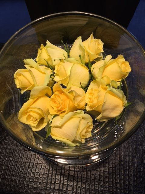 Yellow roses, some of my favorite. #roses #yellowroses #flowers