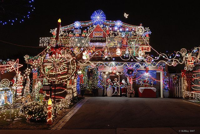 How to put up outside Christmas decorations safely