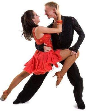 pareja bailando salsa