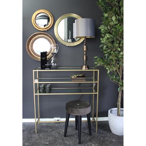 Dark, gold og velvet for the perfect look.