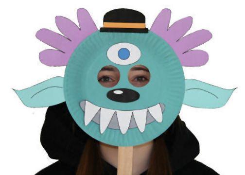 Maschera da mostro con piatti carta