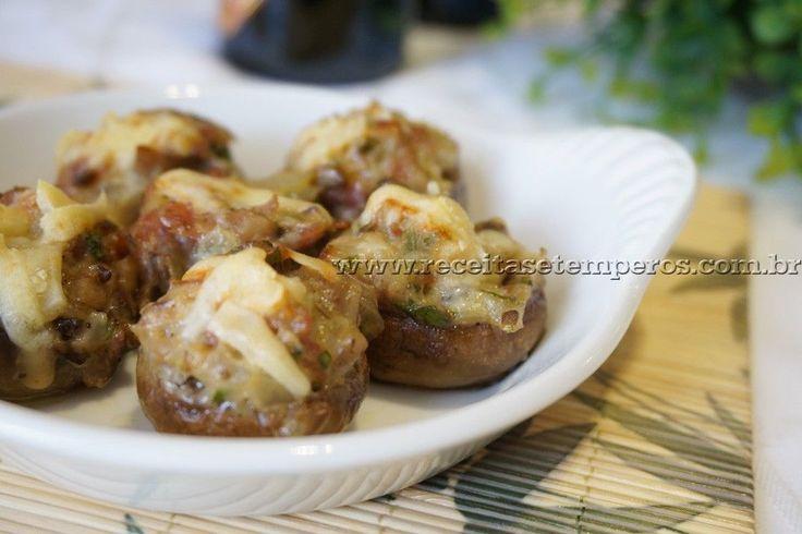 Receita de Cogumelos recheados com bacon e brie passo-a-passo. Acesse e confira todos os ingredientes e como preparar essa deliciosa receita!
