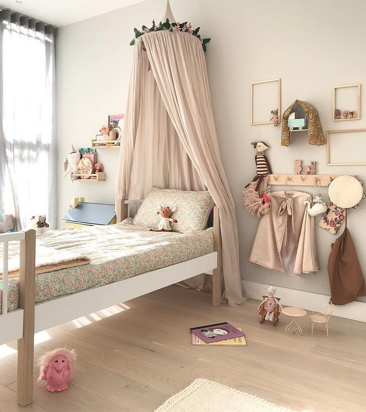How to Create a Gallery Wall in your Kids Room   petitandsmall
