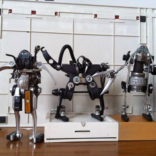 robot completamente fatti con pezzi di bicicletta