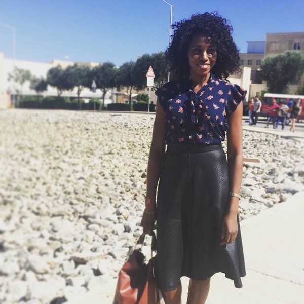 Living and working in the Mediterranean has its perks, top of the list being lots of sun in the fall! #fallfashion #midiskirt #workwear #florals #STYLE #FASHION