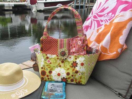 This bag has all your favorite features including side gusset pockets to hold sunglasses, water bottle and cell phone for easy access.