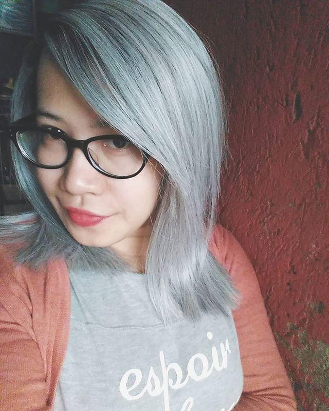 WEBSTA @ miss_ehara - Talk about white hair... #whitehairdontcare #manicpanic #bluesteel #hairdyed #manicpanicbluesteel #Selfie #hairselfie #whitehair #grayhair #coloredhair #catrambut #ヘアスタイル #マニックパニック #マニパニ #ブルースティール #白髪 #MissEhara 👑