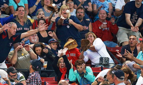 Funniest photo in baseball!Basebal Photos, Perfect Time Photos, Sports Photos, Fans, Funny, Fenway Parks, Baseball Photos, Baltimore Orioles, Boston Red Sox