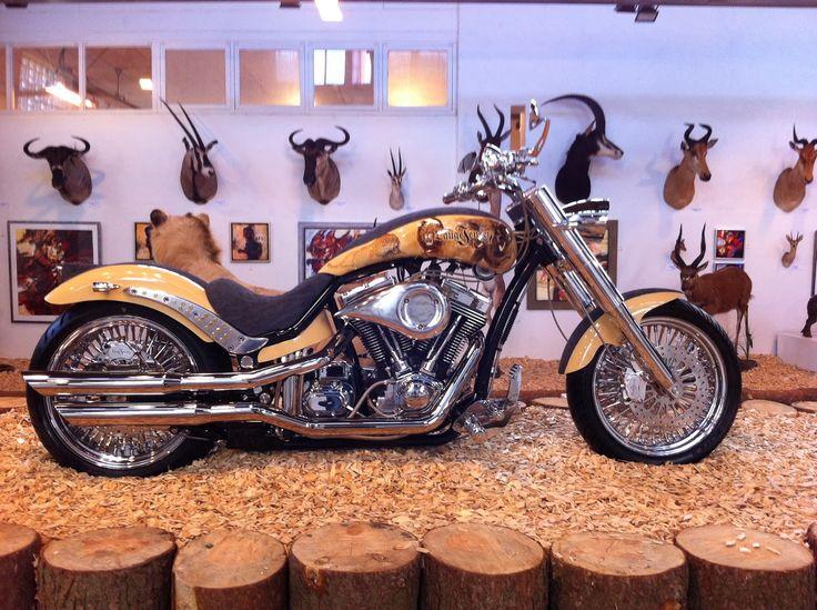 A Lauge Jensen customiza motocicletas com preços a partir de R$211.000,00. Est é folheada a ouro.