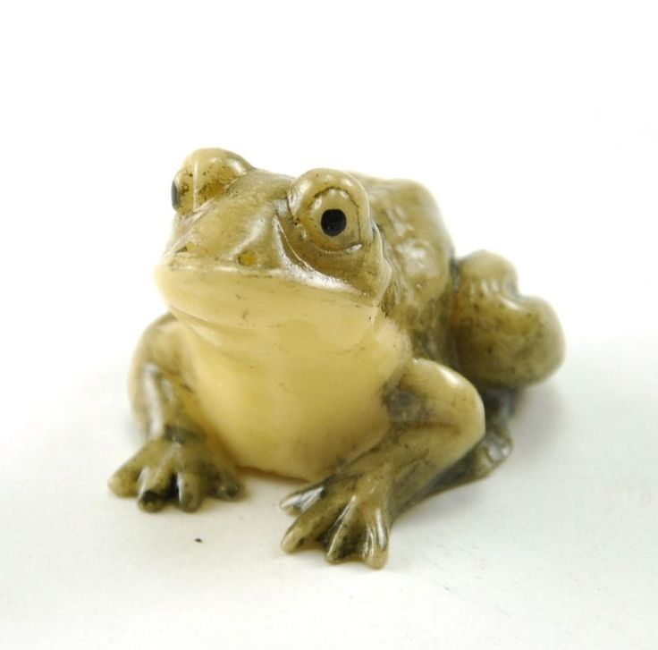 Vintage chinese japanese fortune lucky frog resin figurine