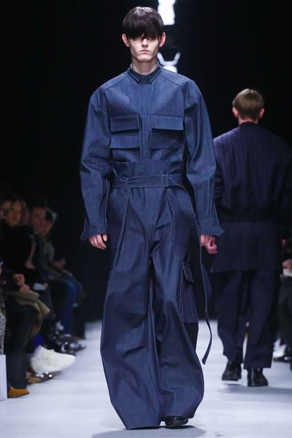 Juun J. Menswear Fall Winter 2015 Paris - I wouldn't wear this to ride on the back of a trash truck!  What a stupid get-up!