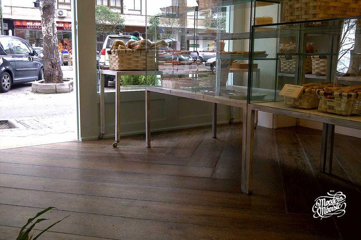 Eenhouten vloer, maar dan anders. Vloeren met een verhaal en historie van hout wat werd gebruikt voor bijvoorbeeld een gebouw, wagon of een oude aanlegsteiger. Het zijn de locaties die deze vloeren meer doen leven....