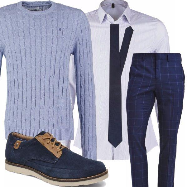 Tutto il blu... i pantaloni a quadri con la camicia di taglio classico celeste, la cravatta di una tonalità più scura, il pullover con lavorazione a trecce da annodare sulle spalle, la scarpa in camoscio bicolore...eleganza assicurata