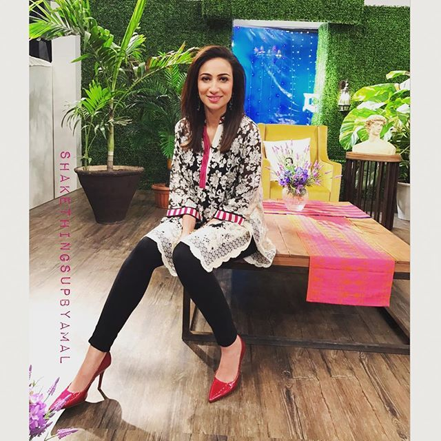#chaitoastaurhost #dawn #9 #morningshow #styledby #shakethingsupbyamal #personalstylist #fashionstylist #anousheyashraf in @saniamaskatiya #streetchic #london #paris #newyork #dubai #tokyo #streetfashion #streetstyle #lahore #islamabad #karachi #shakethingsup  #instastyle #stylist #wardrobe #saniamaskatiya  #shoes #insignia