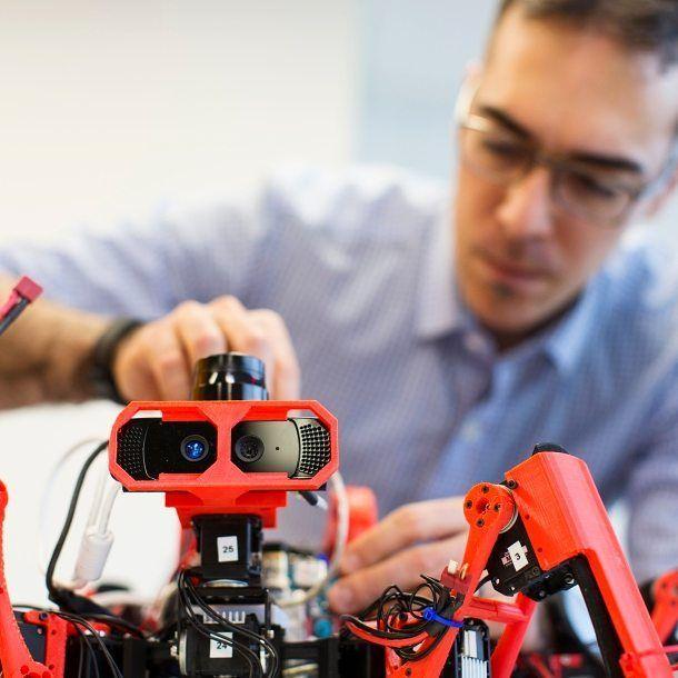 Something we liked from Instagram! Думаете что 3D-принтер  это большое неподъемное устройство? А вот и нет! :) Инженеры Сименс предложили совершенно новую концепцию аддитивного производства  рой мобильных 3D-принтеров в виде роботов-пауков! Siemens Spiders (или сокращенно #SiSpis) могут самостоятельно перемещаться и взаимодействовать между собой чтобы совместно изготавливать сложные объемные конструкции.  #сименс #технологии #3д #печать #3дпринтер #паук #робот #инновации #промышленность…