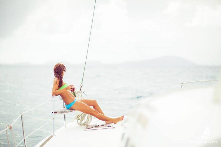 THE YACHT WEEK  De formule voor avonturiers die graag feesten. Het concept: je neemt het vliegtuig naar één van de yachtbestemmingen (Caraïben, Italië, Griekenland, Kraotië of Thailand), stapt er aan boord van een yacht in het gezelschap van je vrienden en vaart voor een week rond in het gezelschap van duizenden andere jongeren op boten. Op bepaalde tijdstippen meer je aan in een haven en is het verbroederen en party geblazen. Ideaal voor vrijgezellen.