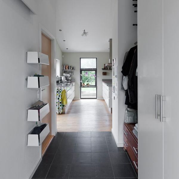 Få styr på rodet i entreen med de skønne og funktionelle boxe i aluminium fra morfo.dk Brug dem til vanter, cykellygter, opladere m.m.