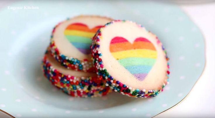 In Regenbogenfarben sieht einfach alles gleich viel schöner aus! - http://www.gofeminin.de/beliebt-im-netz/traumhafte-regenbogen-kekse-s1709935.html