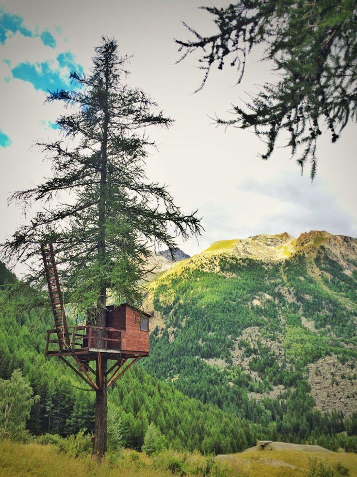 Cabane perchée, dans le parc national du Grand Paradis, près de la Vallée d'Aoste, en Italie.