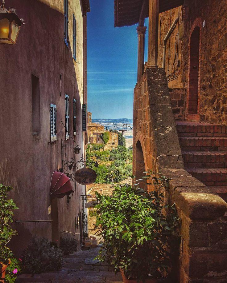 Montalcino - Siena  #borghitalia #foto_italiane #don_in_italy #italiainunoscatto #great_captures_italia #volgosiena #ig_toscana #besttoscanapics #loves_italia #vivotoscana #loves_toscana_ #loves_united_toscana #yallerstoscana #ig_tuscany_ #visititalia  #pocket_italy #vivo_italia #ig_italia #italia360gradi  #italian_trips #igfriends_toscana #ig_siena  #loves_united_italia #toscana_in  #world_besttravel  #tv_travel #travel_drops #loves_madeinitaly #kings_through #igw_italia
