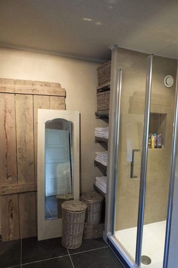 25 beste idee n over landelijke badkamer decoraties op pinterest kleine landelijke badkamers - Ouderlijke doucheruimte kleedkamer volgende ...