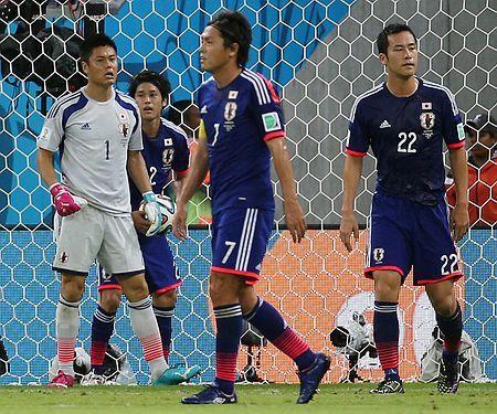 コートジボワール戦の後半、2点目を奪われ肩を落とす(左から)川島、内田、遠藤、吉田=14日、レシフェ ▼15Jun2014時事通信 吉田「後がない」=サッカー〔W杯〕 http://www.jiji.com/jc/zc?k=201406/2014061500101 #Ivory_Coast_Japan_group_C #Brazil2014 #Eiji_Kawashima