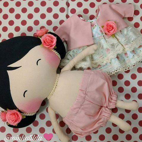 [pronta entrega] Pedidos (81) 98824-4076 ❤ Capricho em cada detalhe ❤ #tilda #tildinha #tildatoy #bonecadepano #tildatoys #feitocomamor #feitocomcarinho #mãedemenina #gravidez #coisasdemenina #maternidade #fofura #chádebebê #decoração #doll #dolls #tildaworld #costurinhas #princesas #newborn #atelie #artesanato #recemnascido #futuramamae #tonefinnanger #daminha #vestidodeboneca