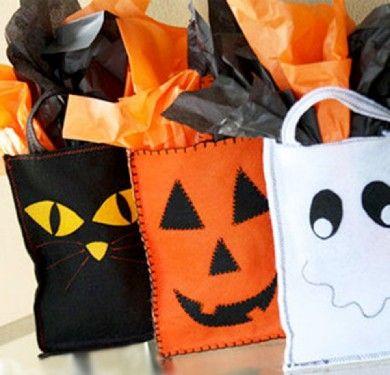 Bolsas de chuches hechas con fieltro, especial para Halloween - http://www.manualidadeson.com/bolsas-de-chuches-hechas-con-fieltro-especial-para-halloween.html