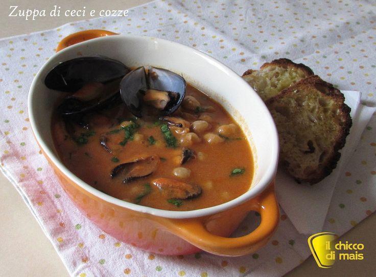Zuppa di ceci e cozze (ricetta primo). Ricetta primo di pesce economico e facile da preparare: zuppa di ceci e cozze da servire con la pasta o i crostini