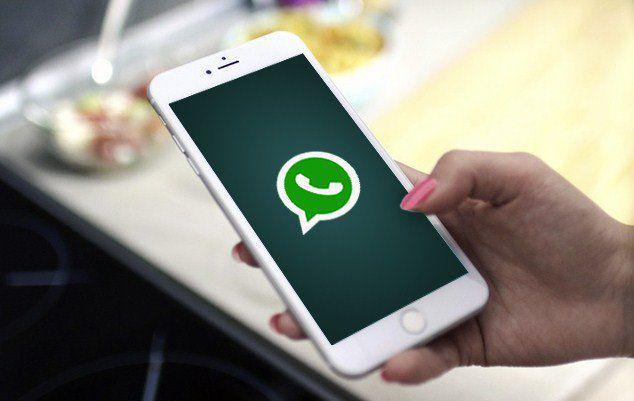 Begini Cara Menyembunyikan Story Whatsapp Dari Orang Lain Sangat Mudah Http Www Pro Co Id Cara Menyembunyikan Sto Messaging App Iphone Instant Messaging