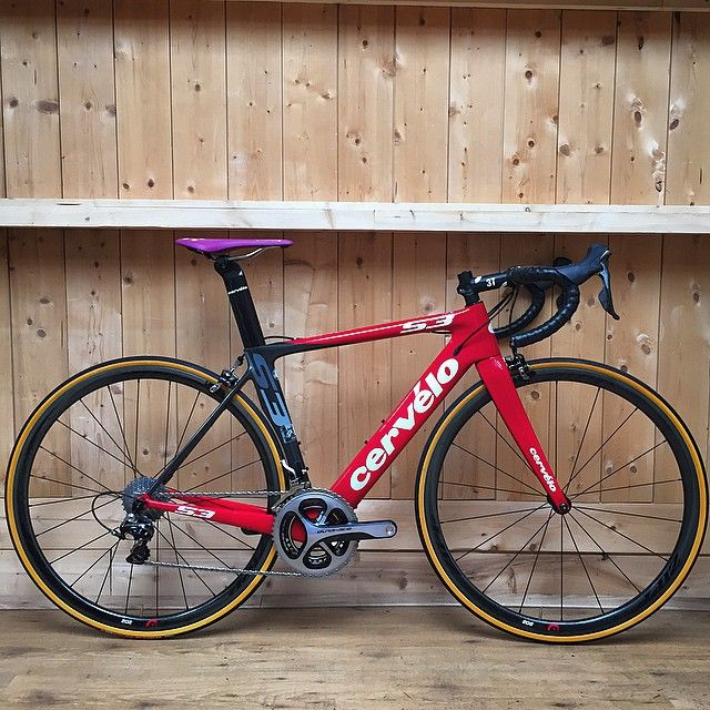 Probably one of the sexiest Cervelo's we built this year! The saddle is a horror but that's what you get with a test saddle. We're sure the guy will have a blast having this S3 as his racing companion. #newbikeday #cervelo #s3 #shimano #duraace #fizik #lizardskin #3t #zipp #202 #vittoria #custom #bikes #bikebuilds #bikeporn #roadbikes #bikesbeingridden #meesterknecht #cyclecity #Amsterdam #workshop