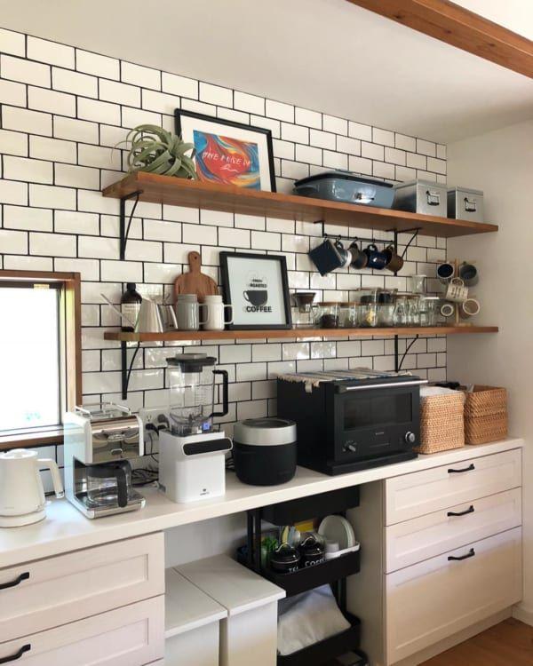 見せる収納をしよう キッチンのオープンシェルフのディスプレイ実例集