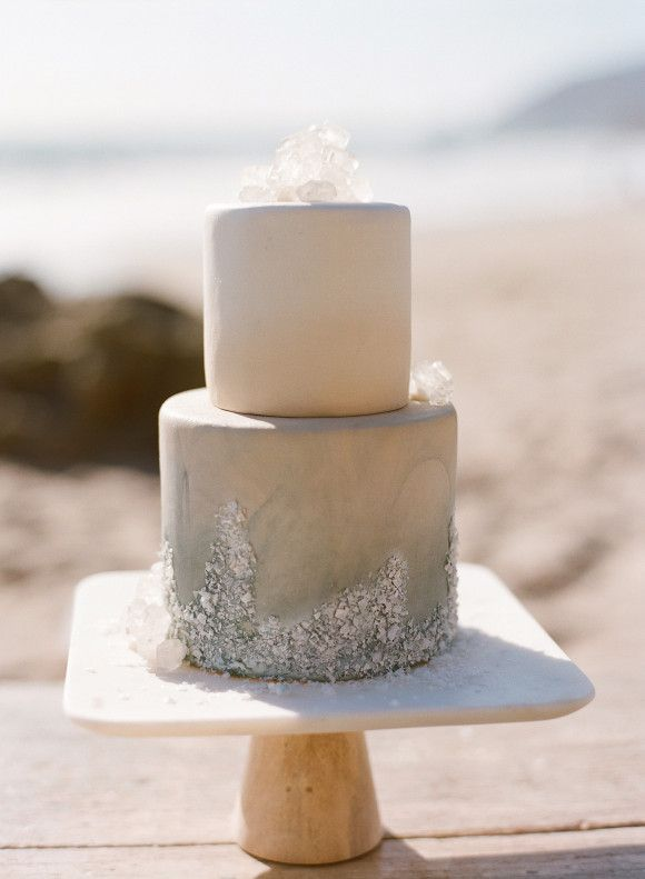 beach-inspired wedding cake #neutral #sand
