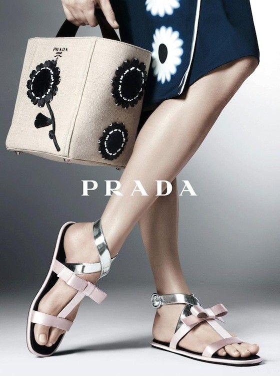Sandalias planas de Prada #fashion #shoes