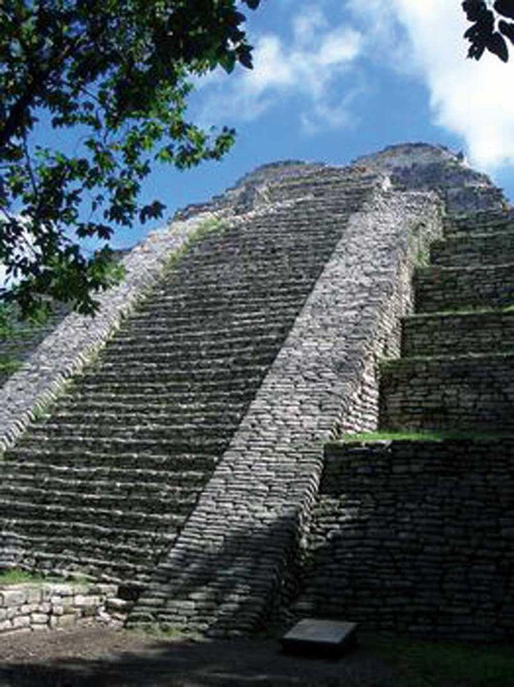 Chiapas, Comitan de Dominguez, Tenam Puente Archeological Zone, Acropolis, Stairs - Photo by SECTUR Comitan