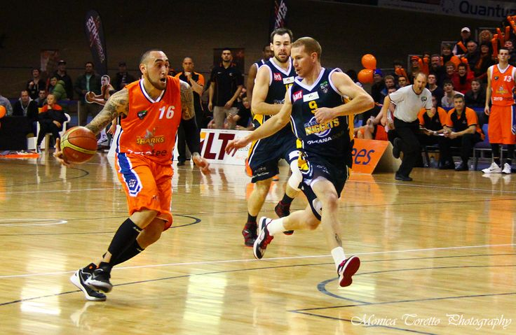 Southland Sharks' Leon Henry in action. Stadium Southland, June 21, 2013. Southland Sharks v Otago Nuggets. Southland Sharks 115 - 67 Otago Nuggets.