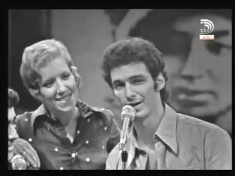 Russian love song Katyusha in Hebrew