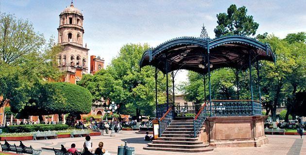 Fin de semana en la ciudad de Querétaro. Un recorrido por las calles de su centro histórico, reconocido como Patrimonio de la Humanidad por la UNESCO, te permitirá admirar la magnífica arquitectura de sus edificios coloniales.