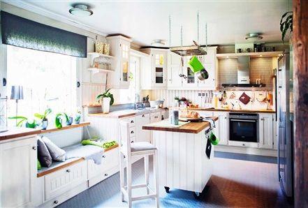 Kitchen built by swedish company, Vansbro Snickerifabrik. Floor from Tarkett.