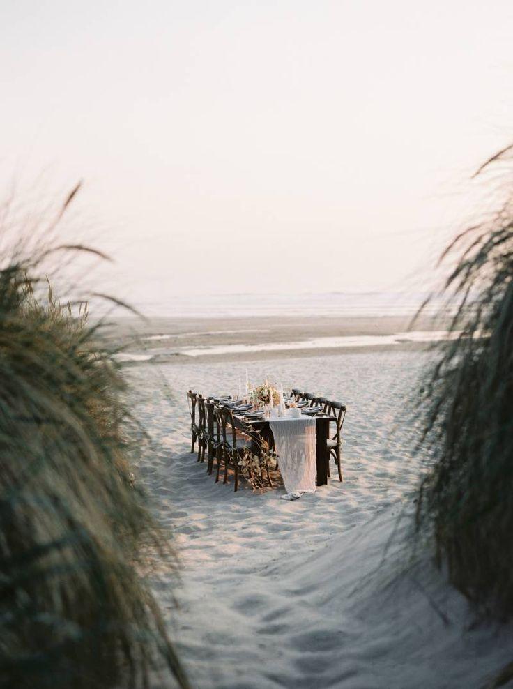 Simple & elegant Oregon Beach Elopement ideas  #fineartwedding #beachwedding