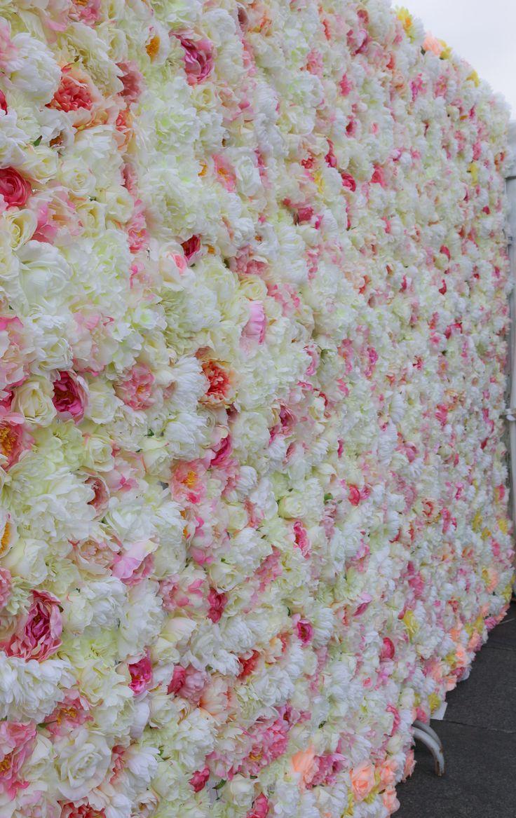 """Наша цветочная стена! Сколько ушло цветов, мы так и не посчитали..сбились)) но результат превзошёл все ожидания! идеальный фон для фотозоны на свадьбу или в качестве """"задника"""" на свадьбу! Здаём в аренду! Размеры 3м высота на 2,6м длина. Москва.По поводу аренды пишите звоните +79255765688 #цветочнаястена #стенаизцветов #фотозонанасвадьбу #фотозона #прессвооллнасвадьбу #задникнасвадьбу #задник #цветымосква #студиядекора #арендадекорамосква #арендадекора #свадебноеоформление"""