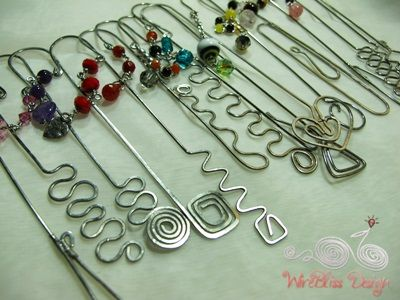Wire bookmarks by WireBliss  why have i been buying those bookmark forms?........