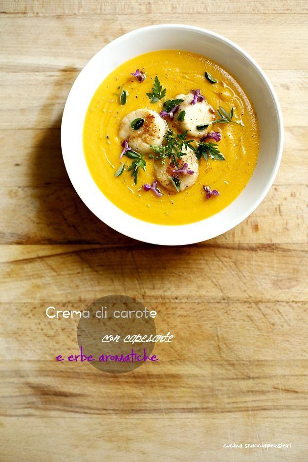 Crema di carote con capesante e erbe aromatiche