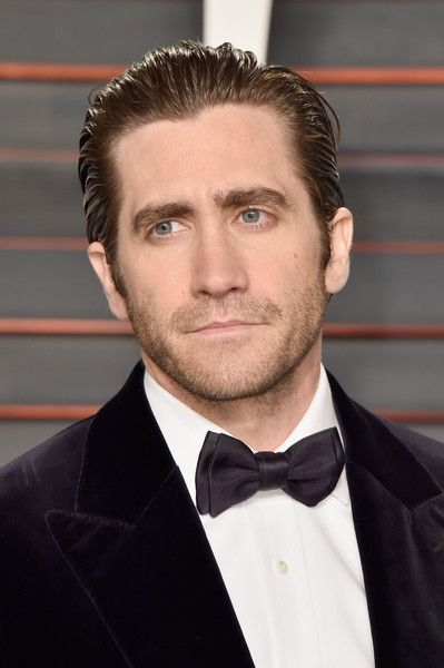 Jake Gyllenhaal Photos - Actor Jake Gyllenhaal attends the 2016 Vanity Fair Oscar Party Hosted By Graydon Carter at the Wallis Annenberg Center for the Performing Arts on February 28, 2016 in Beverly Hills, California. - 2016 Vanity Fair Oscar Party Hosted By Graydon Carter - Arrivals