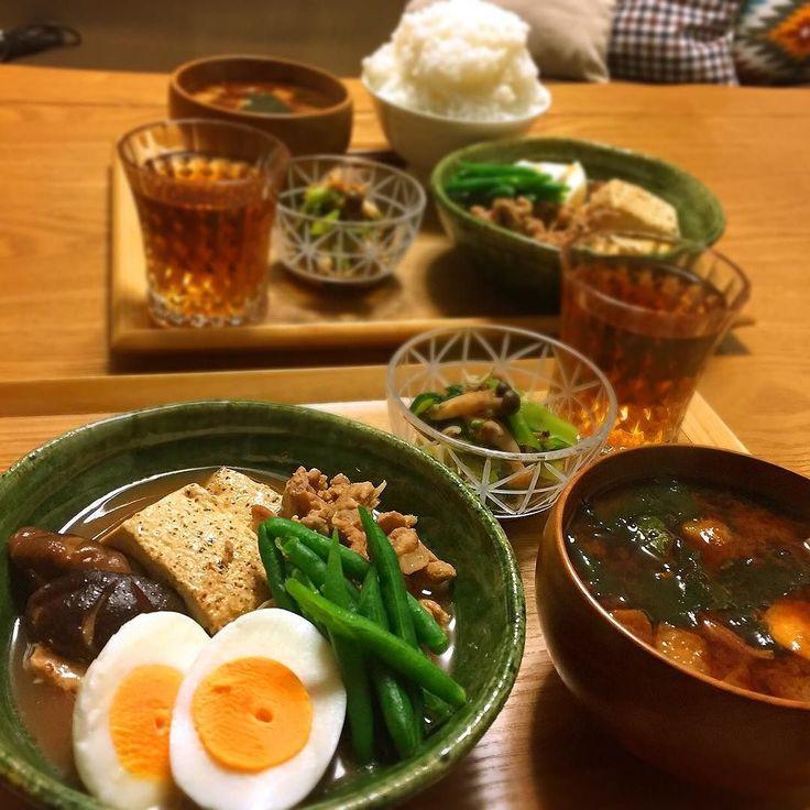 2016.2.17 糖質制限 晩ごはん #肉豆腐 #小松菜としらすのかぼす醤油和え #油揚げとわかめのお味噌汁 なんだ あの息子のご飯の量ーっ ご飯は息子しか食べない為自分で焚かせて好きなだけ盛り付けてもらってるんだけど日本昔ばなし盛りでした 肉豆腐のお肉は値引きの豚こまを使ってw 焼き豆腐の方が糖質はさらに少なくなるらしい 糖質制限してから食品について知らなかったことたくさんあるんだなぁと実感 ほんと楽しい 昨日から便秘対策にホットヨーグルトに加えて温めた豆乳にオリーブオイル in を飲むのも始めてみました アボカド種茶同様トマトジュースを温めたものにオリーブオイル入れるのもいいよと友達にオススメされたけどトマトジュースを買うのもお金かかるし糖質も気になるところ 砂糖入ってないトマトジュースをコップ1杯くらいなら問題ないようですがわたしは普段飲んでる温めた豆乳にオリーブオイル入れてみました 今朝は快腸でしたよ しばらく続けてみます #おうちごはん #夕ご飯 #晩ご飯 #ごはん #ご飯 #dinner #instafood #foodpic #kaumo #糖質制限…