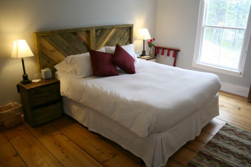 59 Incredibly Simple Rustic Décor Ideas That Can Make Your: Rustic Wood Headboard In Diagonal Or Chevron Pattern