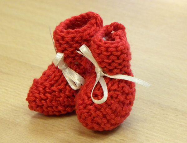 Dit idee kreeg ik een tijd geleden toegestuurd van Ellen die van deze kleine ieniemienie-sokjes een aandenken voor het kraambezoek maakte vo...
