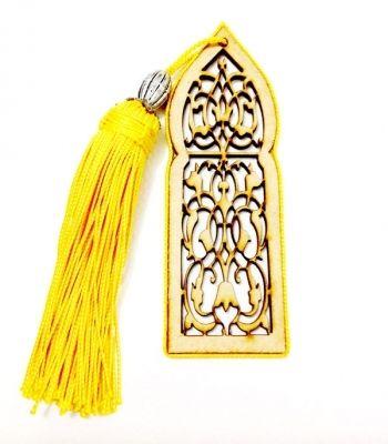 Bijoux de sac, porte clé et marque page création artisanale en soie jaune.
